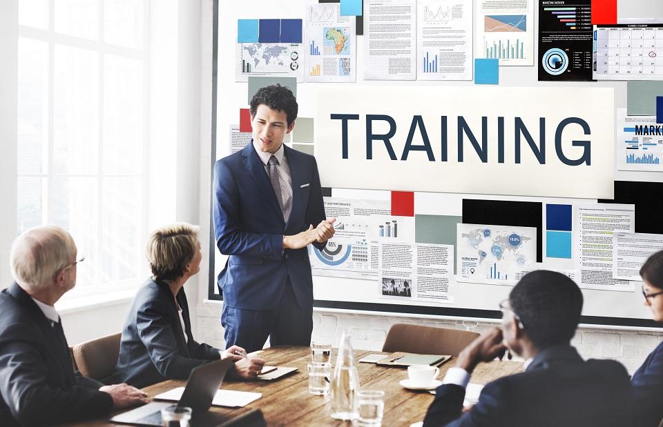 新入社員を 「1年以内に組織貢献するIT人材に育成」する研修方法
